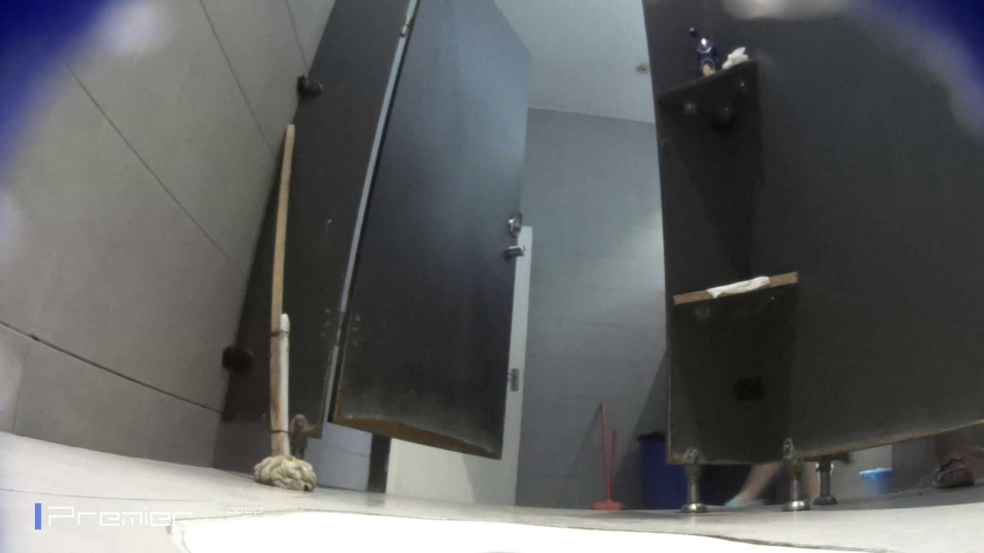 トイレットペーパーを握りしめ個室に入る乙女 大学休憩時間の洗面所事情83 美女 | トイレ盗撮  98pic 1