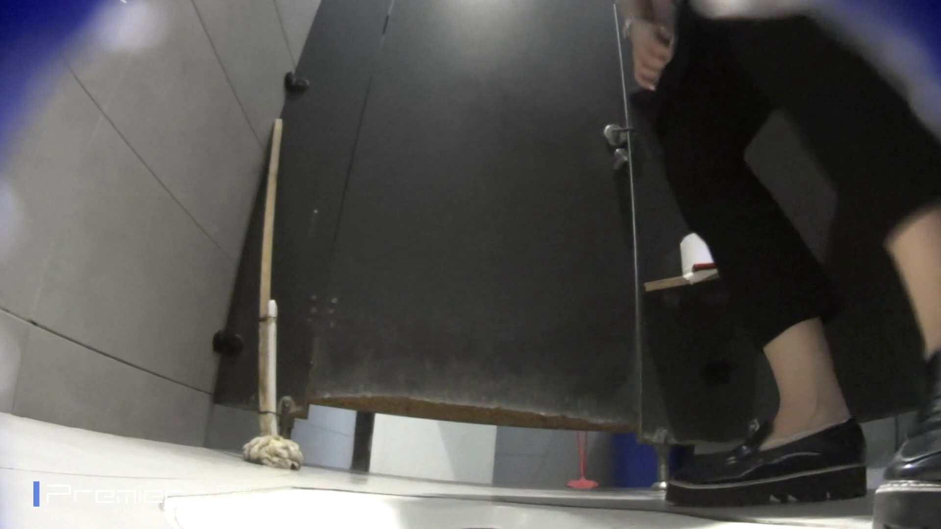 トイレットペーパーを握りしめ個室に入る乙女 大学休憩時間の洗面所事情83 美女  98pic 21
