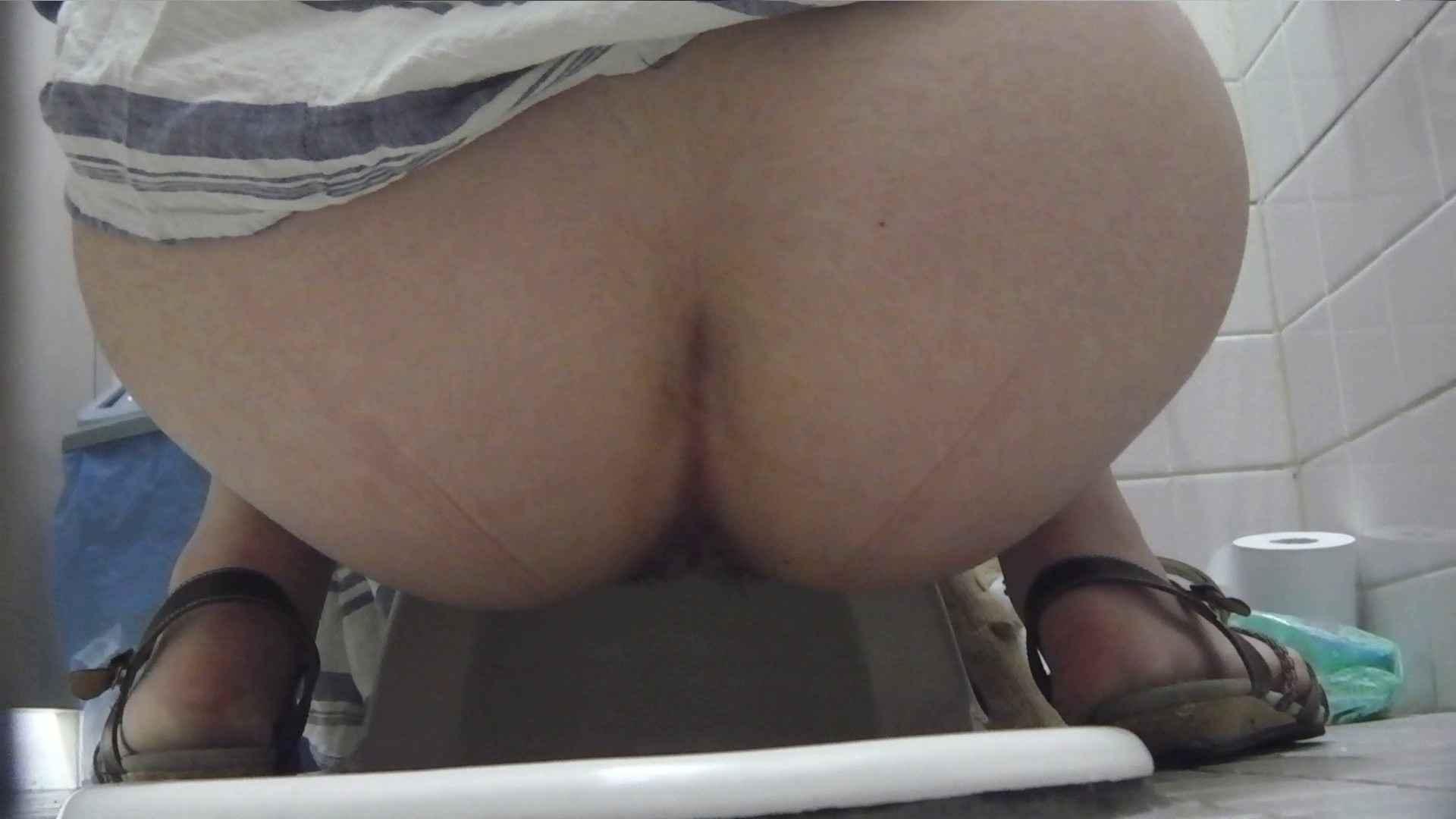 お銀さんの「洗面所突入レポート!!」Nol.12 洗面所 おまんこ動画流出 91pic 65