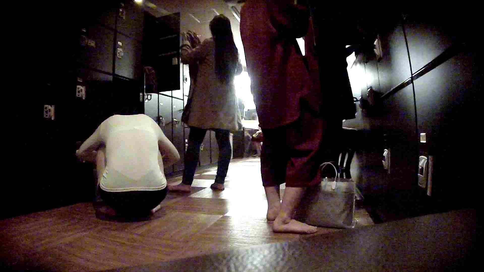 脱衣所!オムニバス 大混雑!注目はあの人の御御足でしょう。 脱衣所・着替え編  100pic 12