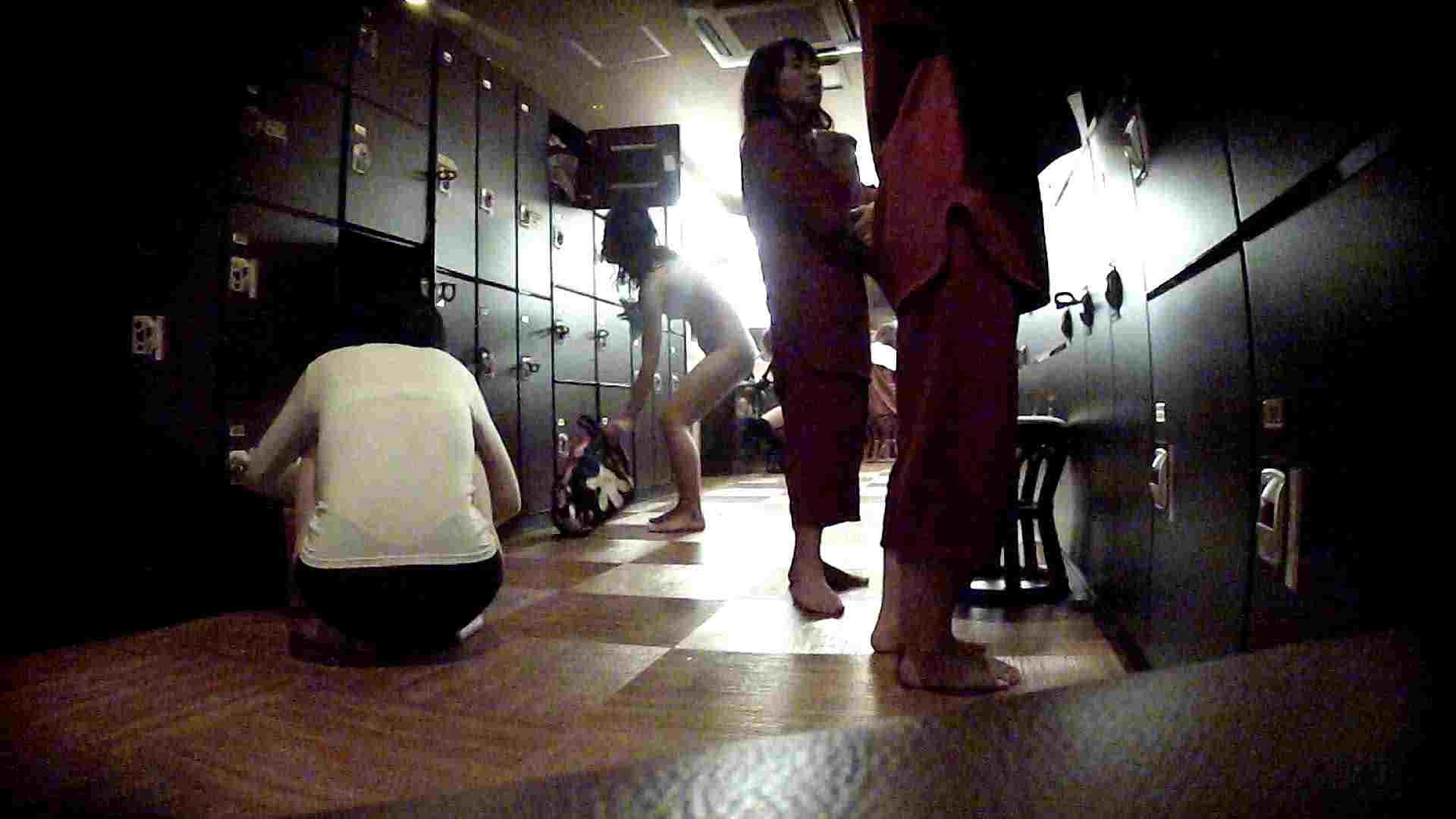 脱衣所!オムニバス 大混雑!注目はあの人の御御足でしょう。 銭湯 AV無料動画キャプチャ 100pic 23