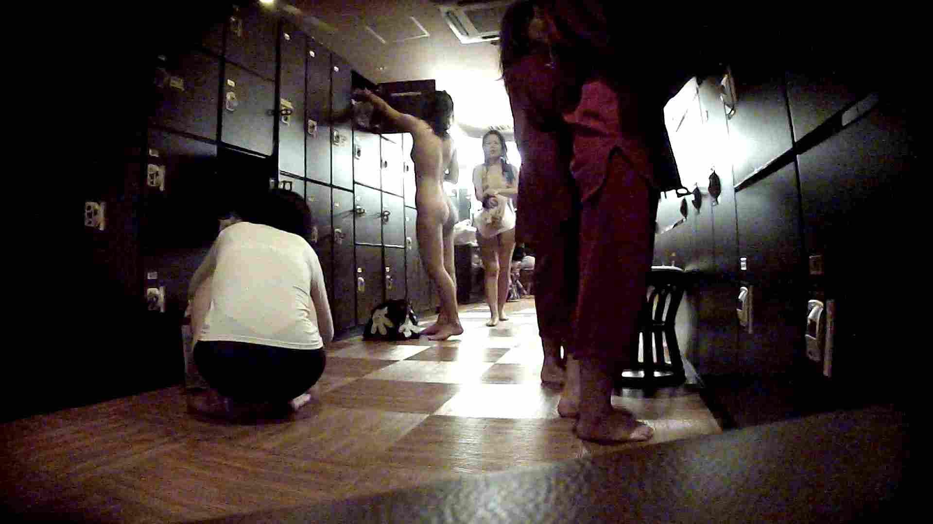 脱衣所!オムニバス 大混雑!注目はあの人の御御足でしょう。 脱衣所・着替え編  100pic 24