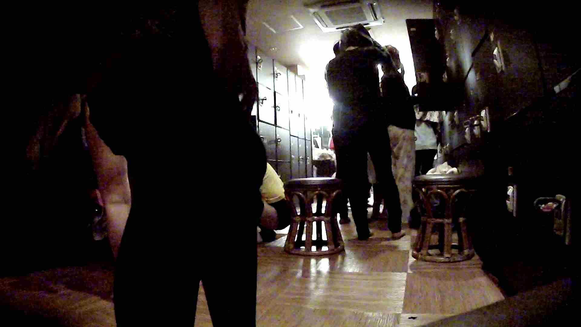 脱衣所!オムニバス 大混雑!注目はあの人の御御足でしょう。 脱衣所・着替え編  100pic 30