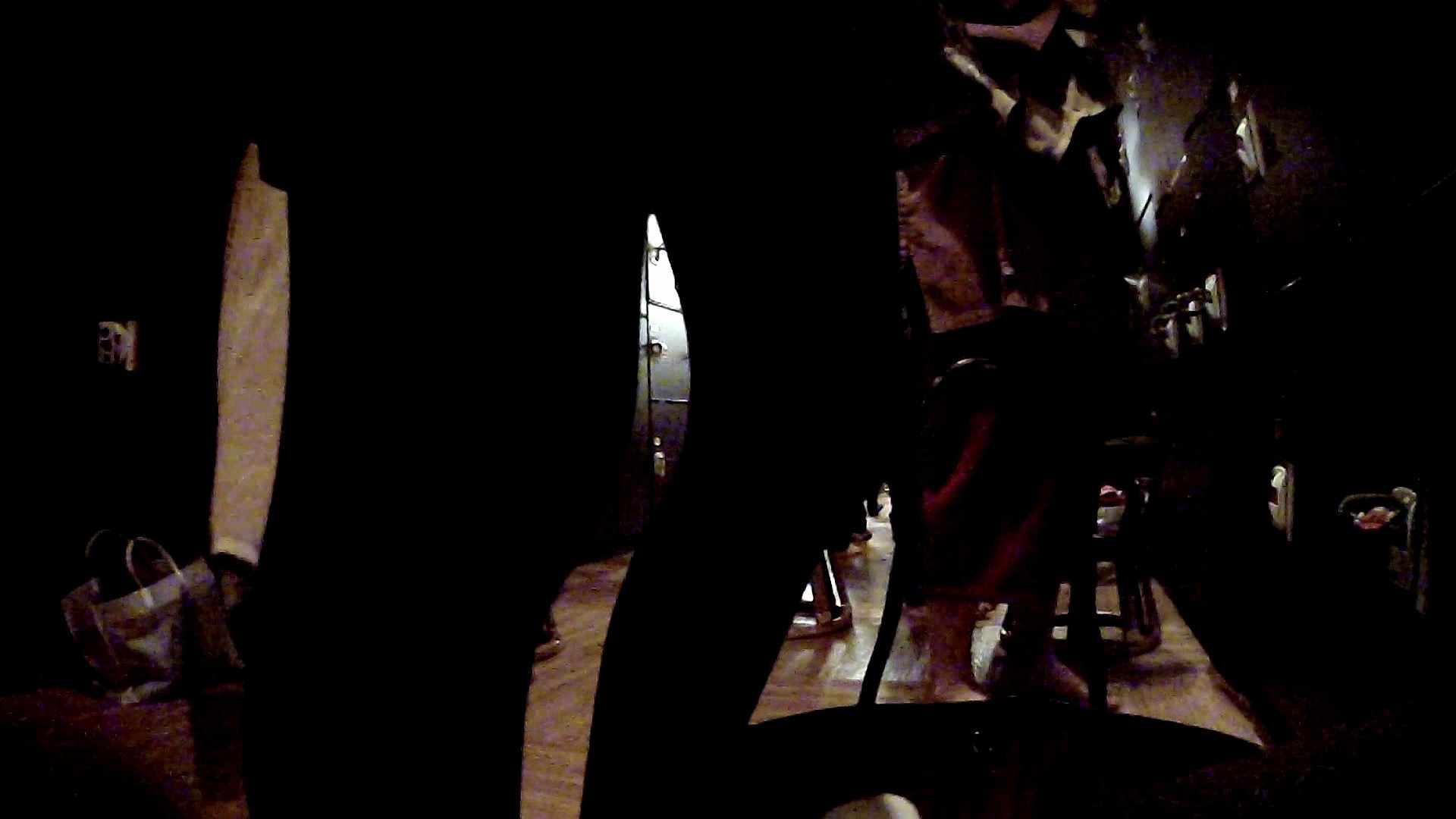 脱衣所!オムニバス 大混雑!注目はあの人の御御足でしょう。 脱衣所・着替え編   潜入  100pic 43