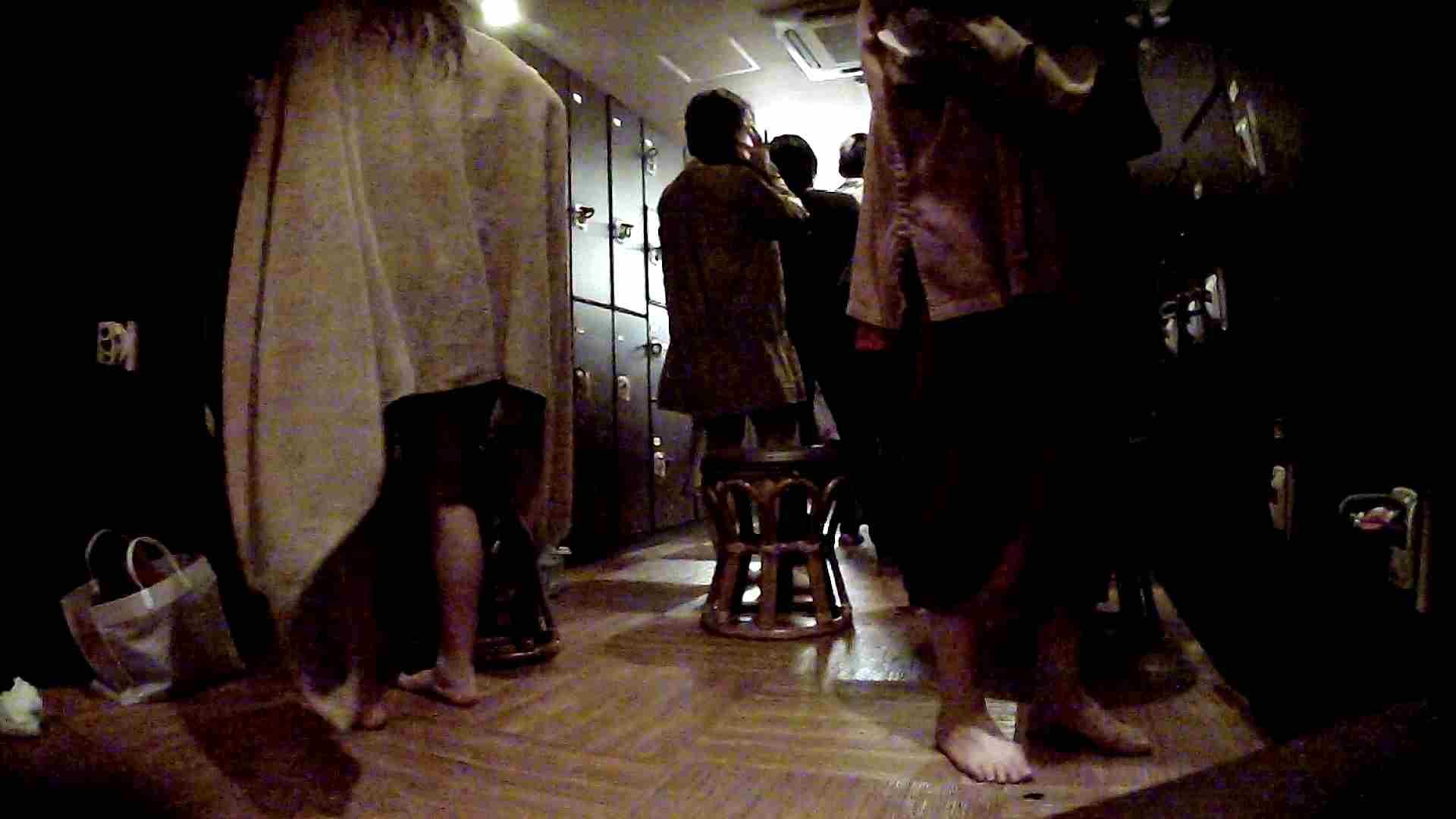 脱衣所!オムニバス 大混雑!注目はあの人の御御足でしょう。 脱衣所・着替え編  100pic 51