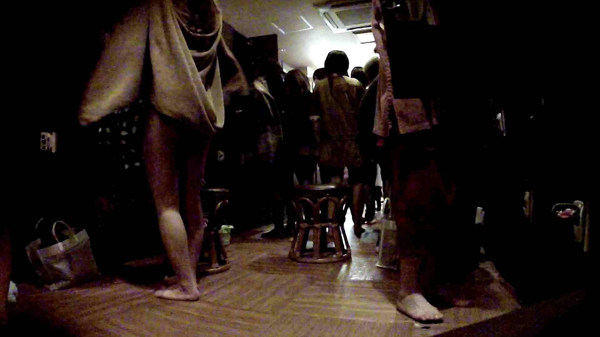 脱衣所!オムニバス 大混雑!注目はあの人の御御足でしょう。 脱衣所・着替え編   潜入  100pic 55