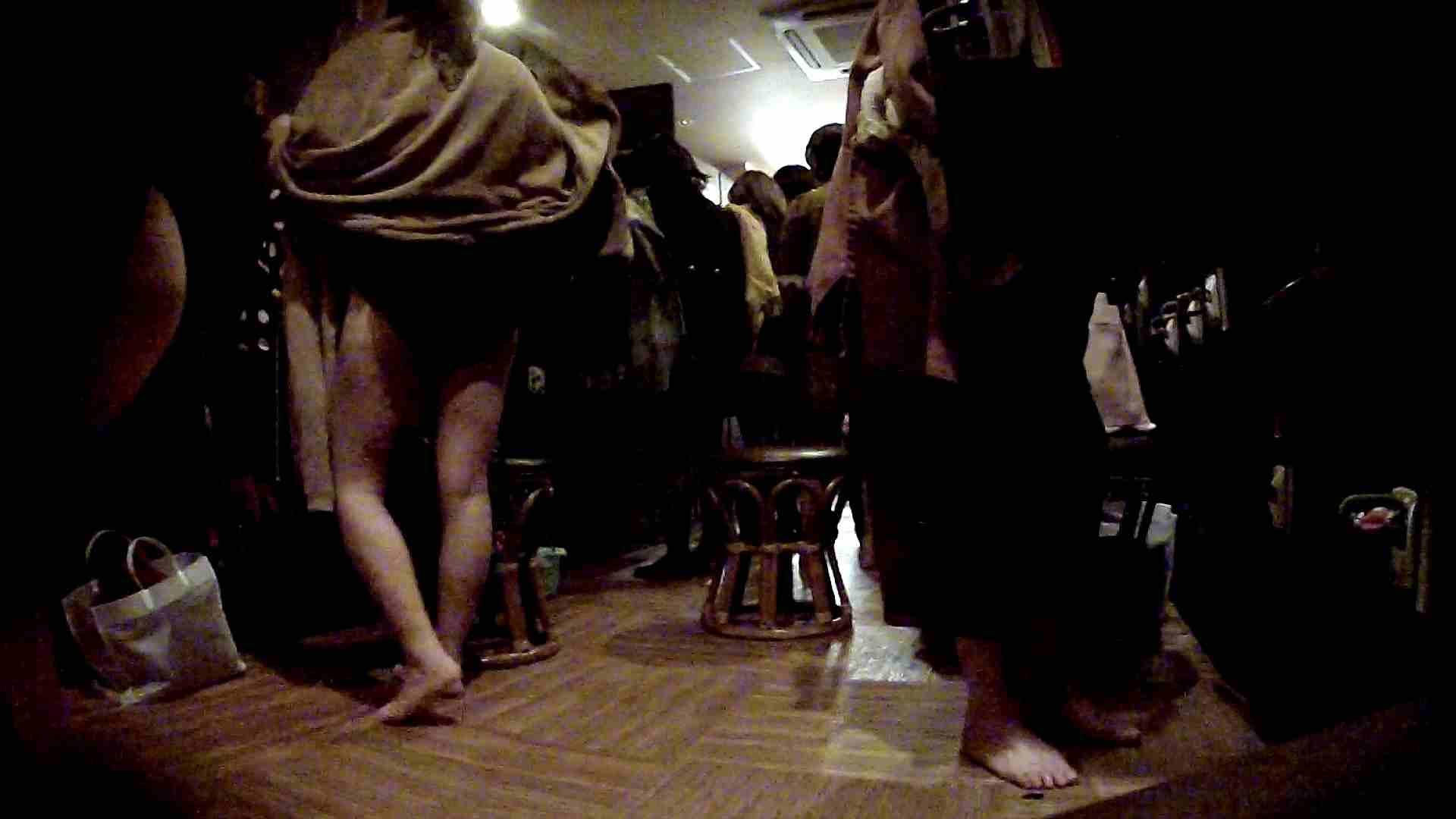 脱衣所!オムニバス 大混雑!注目はあの人の御御足でしょう。 銭湯 AV無料動画キャプチャ 100pic 56