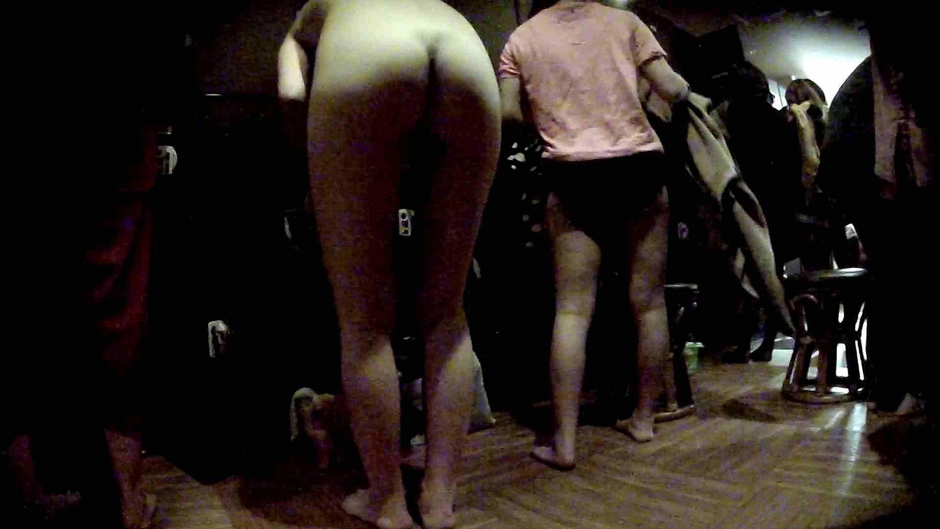 脱衣所!オムニバス 大混雑!注目はあの人の御御足でしょう。 脱衣所・着替え編  100pic 63