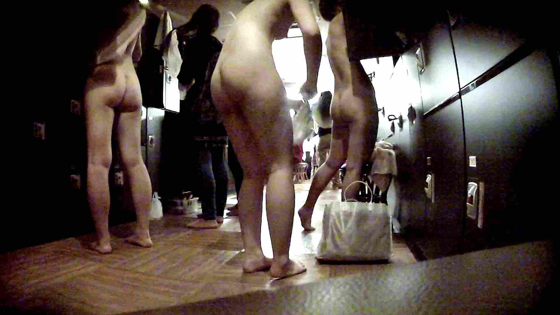 脱衣所!オムニバス 大混雑!注目はあの人の御御足でしょう。 脱衣所・着替え編   潜入  100pic 94