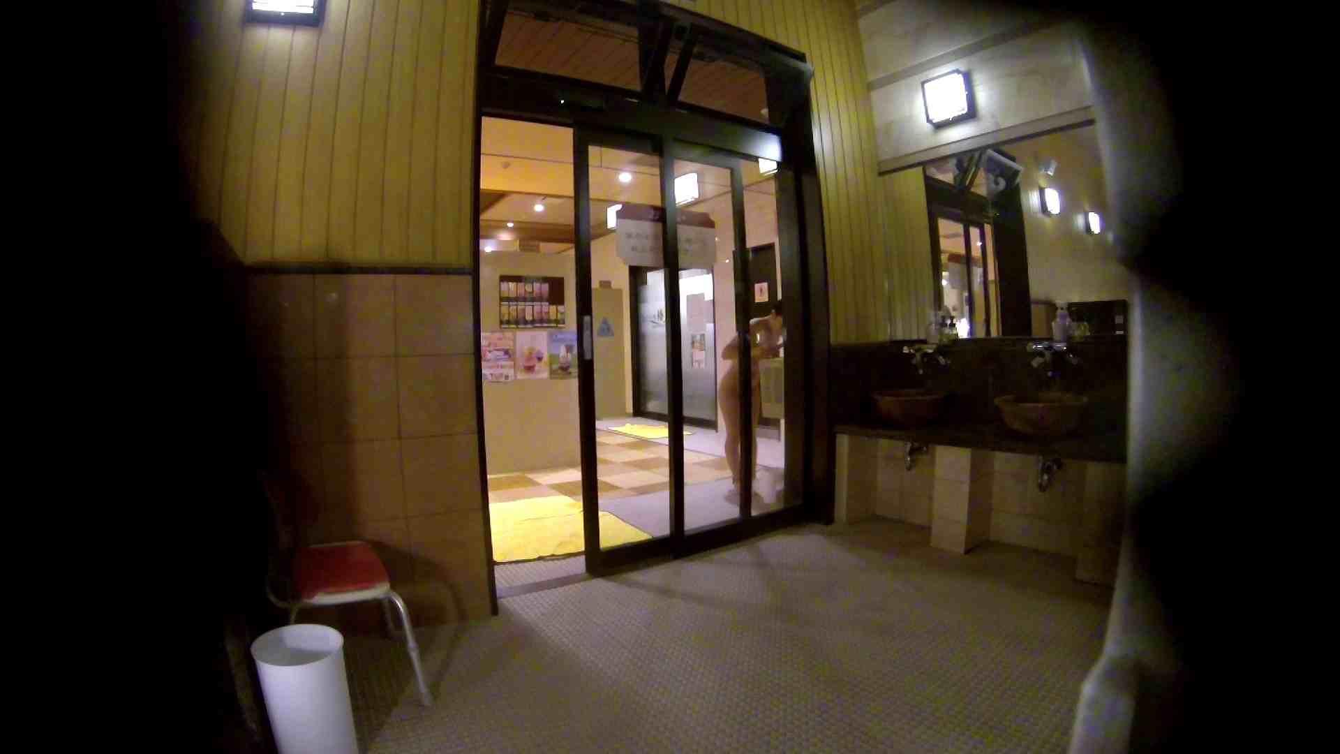 オムニバス!出入り口~シャワー~メイク室と移動。たくさんの女性が登場します 潜入 オメコ動画キャプチャ 92pic 35