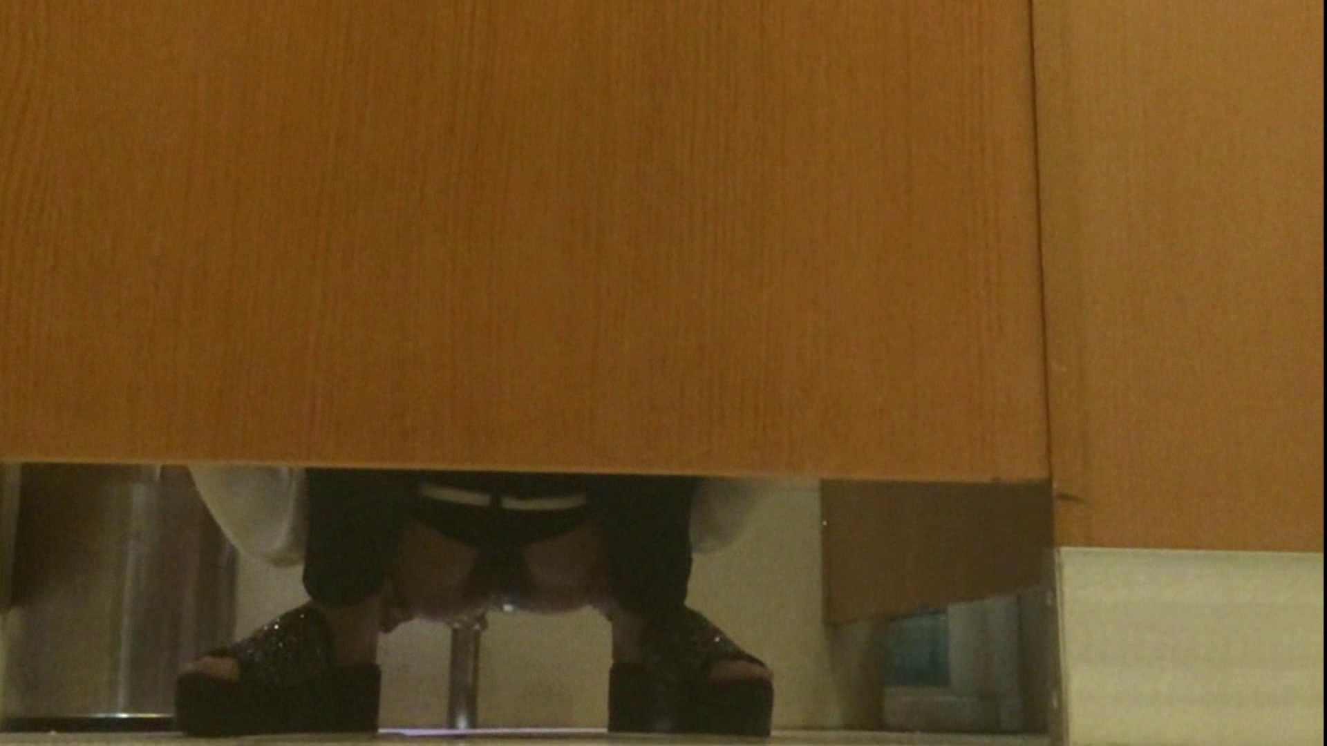 隣国化粧室下から御免!! No.14 洗面所   美女  66pic 17
