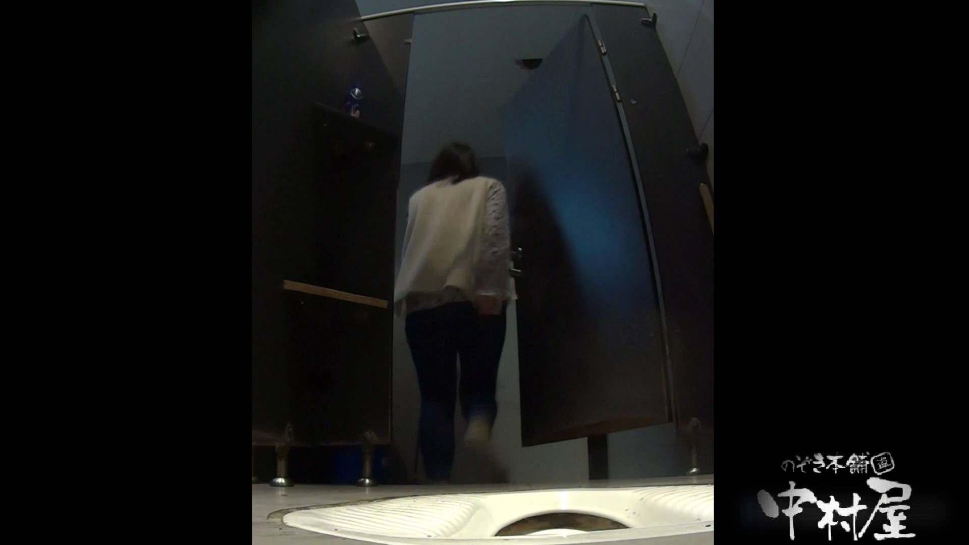 立ち膝でオシッコピュー!はみ出しています。大学休憩時間の洗面所事情19 0  56pic 44