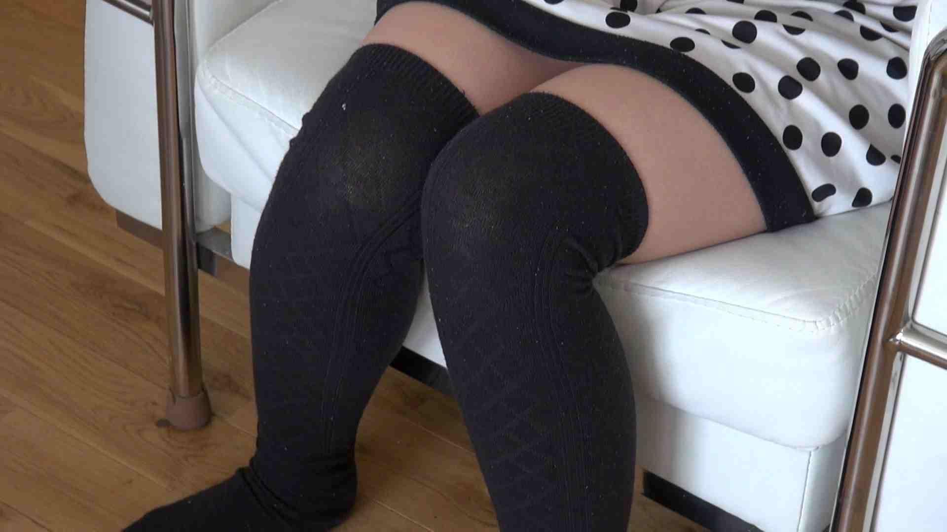 自宅で今回の出演までの経緯を語る志穂さん おまんこ無修正 AV動画キャプチャ 75pic 4